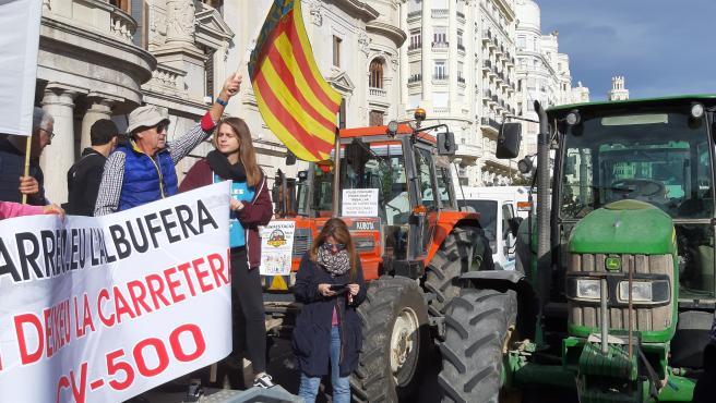 Tractorada en València para rechazar el plan de pacificación de la CV-500