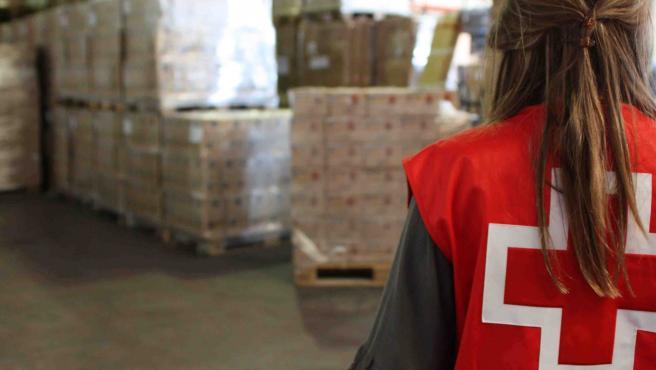 Una voluntaria de Cruz Roja; imagen de archivo.