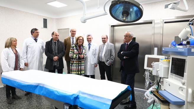 El presidente de Aragón, Javier Lambán, y la consejera de Sanidad, Pilar Ventura, en la inauguración de los nuevos quirófanos del Hospital Ernest Lluch de Calatayud