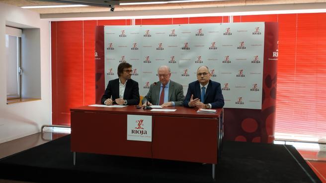 El presidente del Consejo Regulador, Fernando Salamero, informa sobre el pleno realizado en la DOCa Rioja