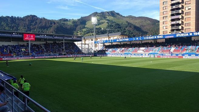Estadio de Ipurua, en Eibar, situado a unos 4 kilómetros del vertedero.