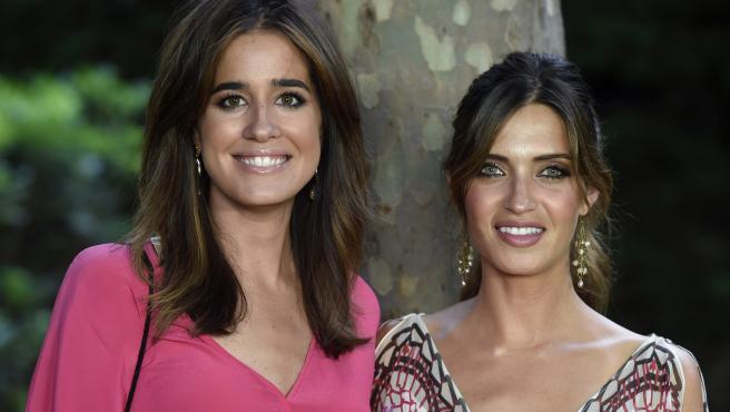 Las periodistas Isabel Jiménez y Sara Carbonero durante los premios Elle Gourmet.