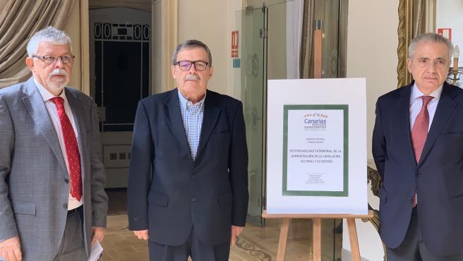 Los coordinadores del I Seminario Nacional Canarias Nuevos Horizontes durante la clausura del mismo