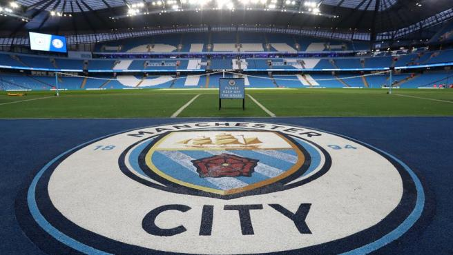 Escudo del Manchester City en el Etihad Stadium.