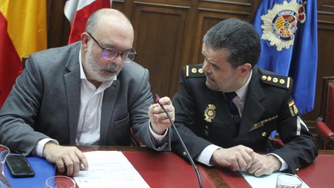 Miguel Latorre (izda) y Honorio Pérez dan detalles de una operación policial con tres detenidos en Soria
