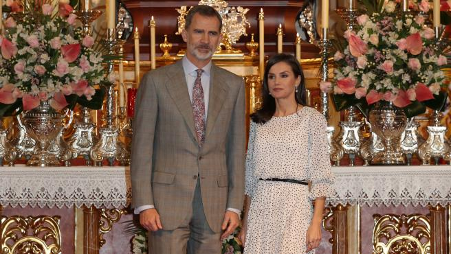 Felipe VI y Letizia Ortiz en su visita a la Virgen del Rocío en Almonte.