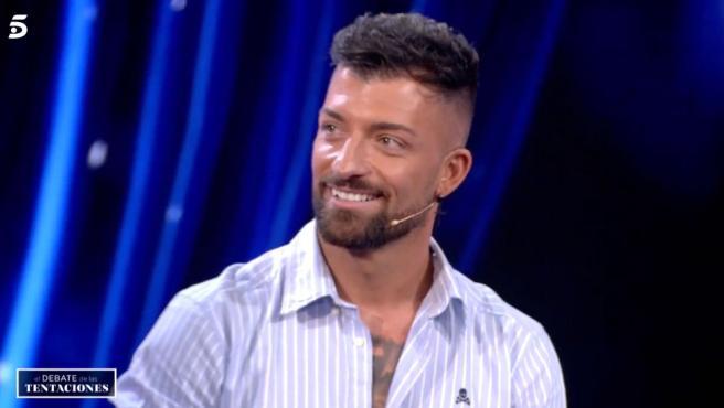 Rubén, exconcursante de 'La isla de las tentaciones', durante el programa 'El debate de las tentaciones'.