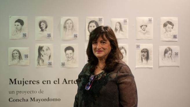 La artista Concha Mayordomo, en su exposición.