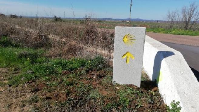 Monolito del camino mozárabe de Santiago
