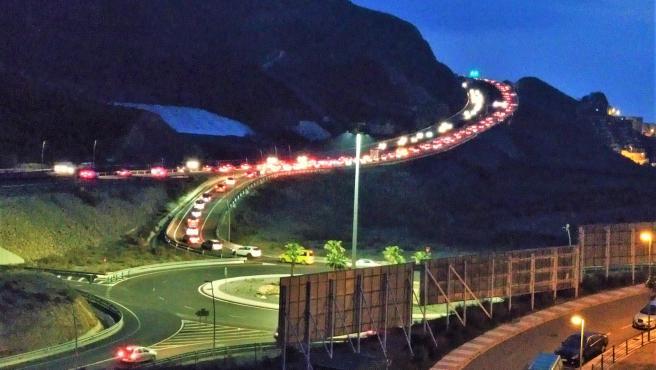 Tráfico en la autovía A-7 derivado del corte de El Cañarete, en la salida de Aguadulce, en Roquetas de Mar (Almería)