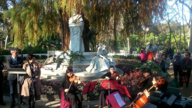 Acto en la glorieta de Bécquer para dar comienzo a la conmemoración del 150 aniversario de la muerte del poeta y el pintor