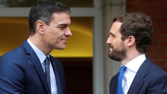 El presidente del Gobierno, Pedro Sánchez y el líder de la oposición, Pablo Casado.