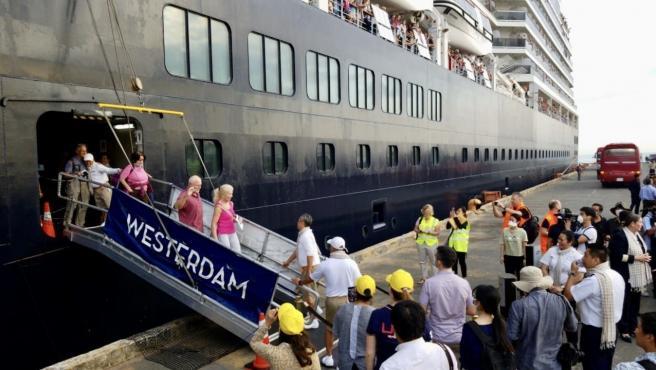 Los pasajeros del crucero 'Westerdam' comienzan a desembarcar en Camboya. Los pasajeros del crucero 'Westerdam' comienzan a desembarcar en Camboya. 2/14/2020