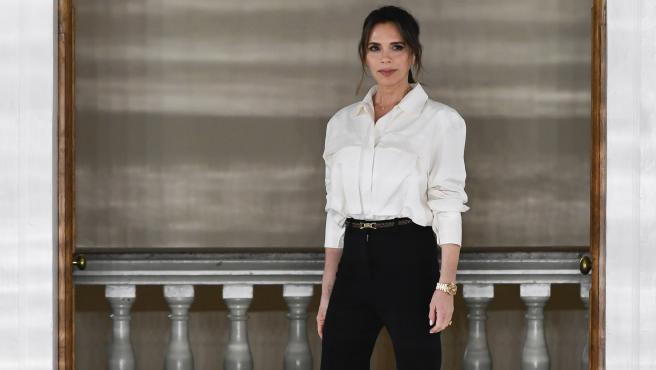 El look de Victoria Beckham en la London Fashion Week presentando su nueva colección.