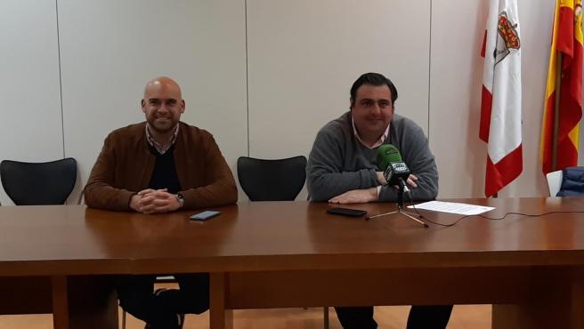 El portavoz y el concejal de Foro en Gijón, Jesús Martínez Salvador y Pelayo Barcia, respectivamente, en rueda de prensa