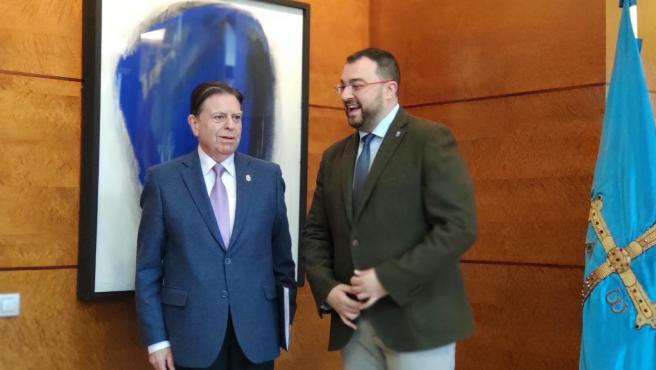 El presidente del Principado de Asturias, Adrián Barbón, recibe al alcalde de Oviedo, Alfredo Canteli.