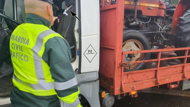 Interceptado un camionero con el cinturón de seguridad atado con una bolsa de plástico en Vilagarcía (Pontevedra).