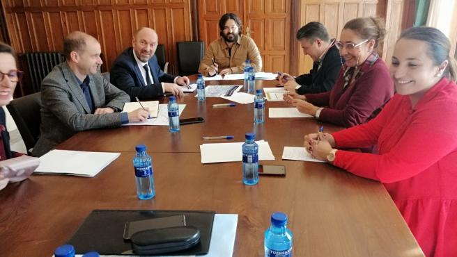 Reunión que el vicepresidente del Gobierno y consejero de Infraestructuras, Medio Ambiente y Cambio Climático, Juan Cofiño, ha mantenido con el alcalde de Llanes, Enrique Riestra.