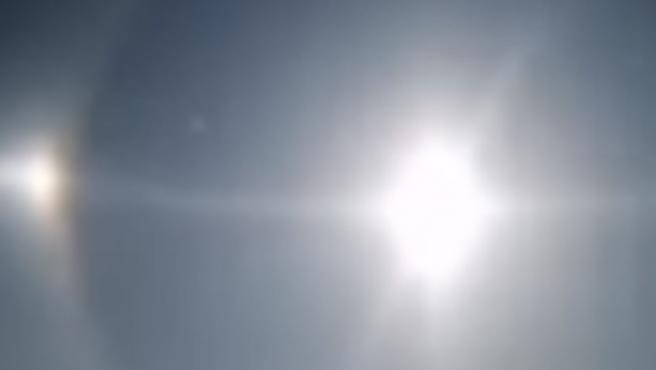 El cielo iluminado por varios soles.