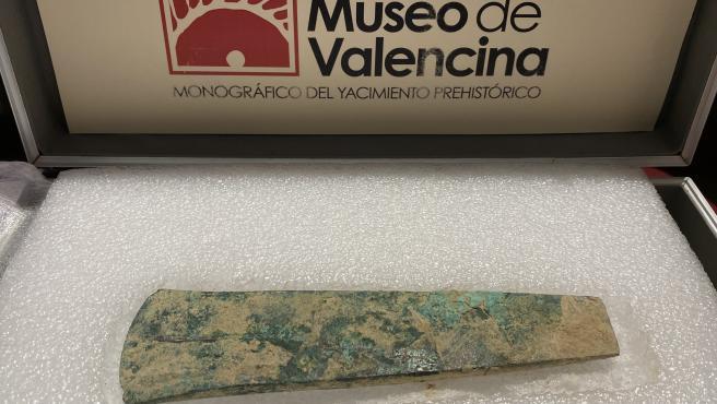 Hacha de la Edad del Cobre descubierta en Valencina