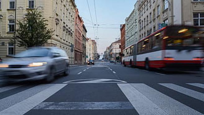 Imagen de tráfico en una ciudad.