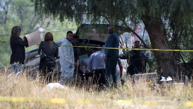 Peritos forenses y policías, en el lugar donde fue hallada sin vida a una bebé de cinco meses, en la ciudad de Saltillo, en el estado de Coahuila (México).