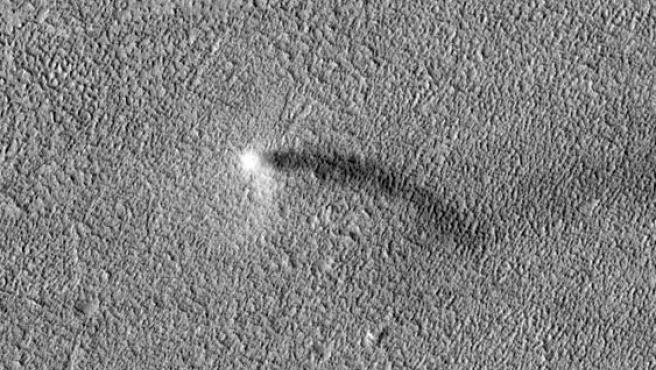Demonio de polvo en movimiento sobre Marte.