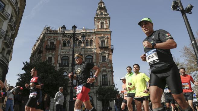 Maratón Zurich Sevilla en la Av. de la Constitución.