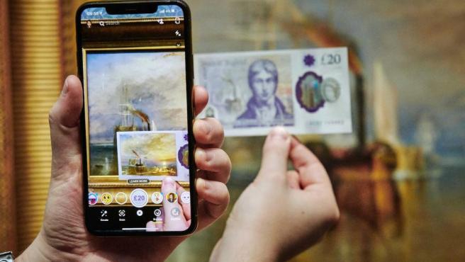 La lente de AR de Snapchat convierte el nuevo billete de £20 en una 'obra de arte en vivo'.