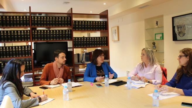 La consejera de Igualdad, Blanca Fernández, se reúne con representantes de CCOO y UGT.T