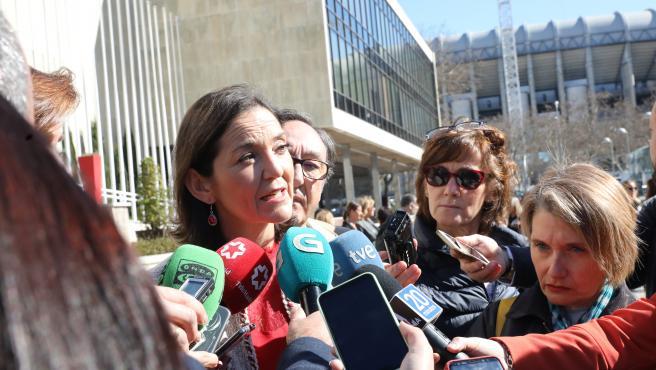 La ministra de Industria, Comercio y Turismo, Reyes Maroto, ofrece declaraciones a los medios en el Palacio de Congresos y Exposiciones, en Madrid (España), a 21 de febrero de 2020.