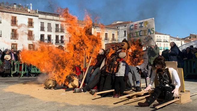 Quema del pelele en Cáceres que da paso al Carnaval