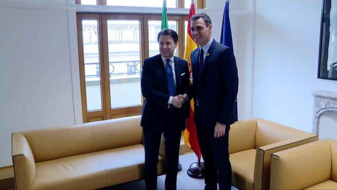 Sánchez mantiene un encuentro bilateral con Conte