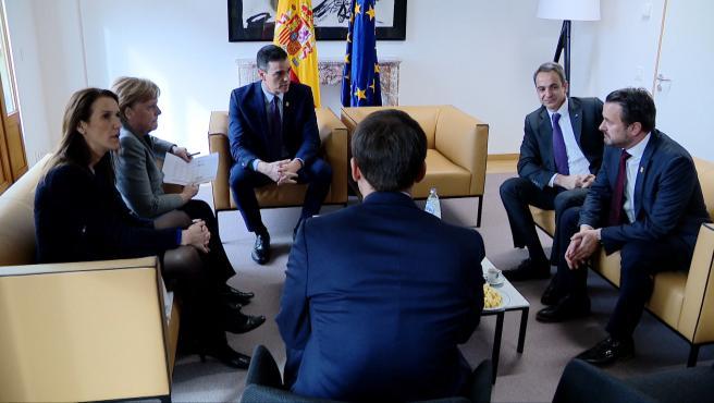 Sánchez mantiene un encuentro con Merkel y Macron