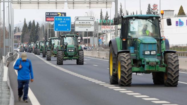 Manifestacion con tractores en Granada.