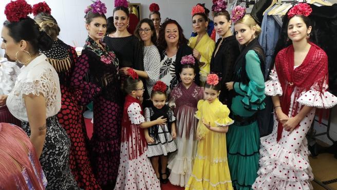 Desfile de moda flamenca en el mercado de abastos de Los Remedios