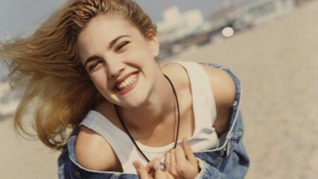 Así sobrevivió Drew Barrymore a sus excesos de niña prodigio y problemas con las drogas