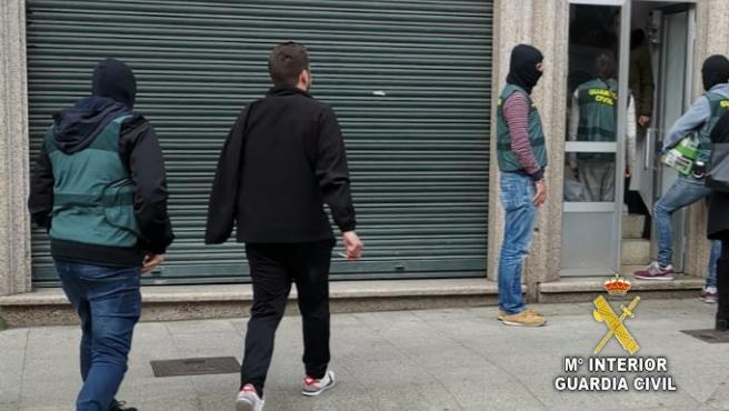 Joven detenido por dos atracos en un mismo local en Mos (Pontevedra) en el marco de la operación 'Perxel'.