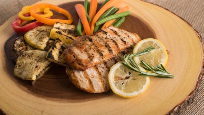 Las proteínas ayudan a acelerar el metabolismo.