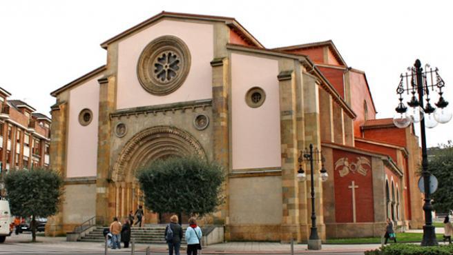 Imagen de recurso de la iglesia de San Pedro de la Felguera.