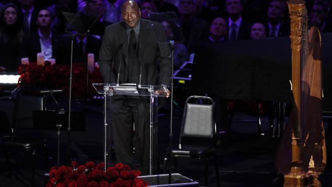 Michael Jordan, durante su discurso a Kobe Bryant.