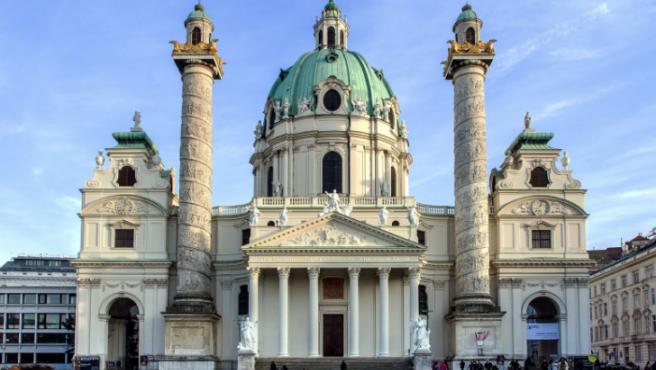 La iglesia de San Carlos Borromeo es una de las imágenes más icónicas de Viena