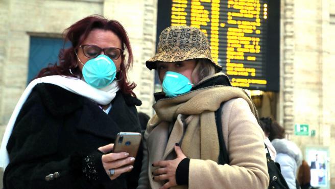 Con el coronavirus instalado en el norte de Italia, las agencias de viajes se temen lo peor. El flujo de turistas entre España y el país transalpino empieza a peligrar. Todavía no hay cancelaciones masivas, pero las agencias creen que serán inminentes. El sector turístico espera un fuerte impacto negativo.