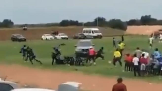 El partido entre Luka Ball Controllers y Polokwane City Rovers terminó de la manera más loca posible