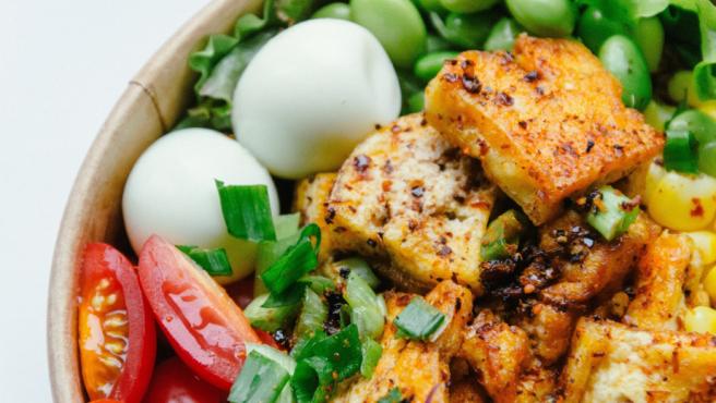 El tofu puede ser muy sabroso si se sabe cocinar.