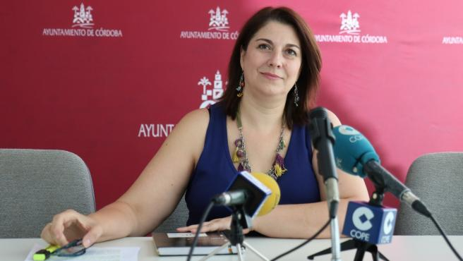 La concejal de Solidaridad en el Ayuntamiento de Córdoba, Eva Contador (PP), en una rueda de prensa