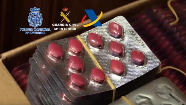 Medicamentos incautados durante la operación policial.