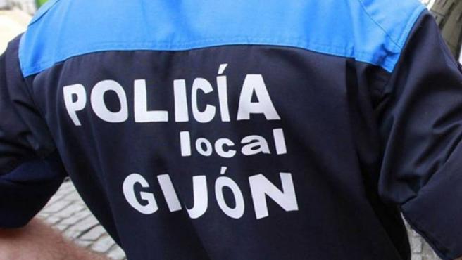 Un agente de la policía local de Gijón.