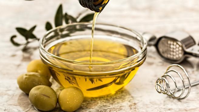 El aceite de oliva es rico en ácido oleico, un ácido graso monoinsaturado que protege frente a las enfermedades cardiovasculares.