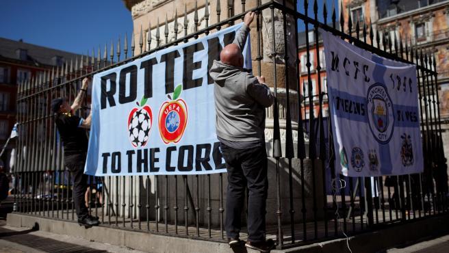 Aficionados del Manchester City, en la Plaza Mayor